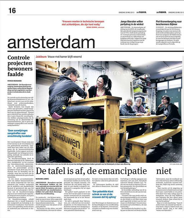 Parool 28 mei 2013: Vakvrouwen met hun zelfontworpen tafel.