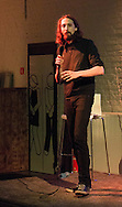 Eric Lampaert (Mon incroyable fiancé) était présent dans le café le Seventy Seven pour son one man show à Braine-l'Alleud en périphérie de Bruxelles.<br /> Visiblement le succès n'était pas au rendez-vous vu la quarantaine de personnes présente.<br /> Belgique, Braine-l'Alleud, le 22 novembre 2014
