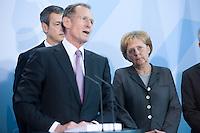 12 NOV 2008, BERLIN/GERMANY:<br /> Prof. Dr. Bert Ruerup, Wirtschaftswissenschaftler TU Darmstadt, und Angela Merkel (R), CDU, Bundeskanzlerin, waehrend der Uebergabe des Jahresgutachtens 2008/2009 des Sachverstaendigenrates zur Begutachtung des gesamtwirtschaftlichen Entwicklung an die Bundeskanzlerin, Bundeskanzleramt<br /> IMAGE: 20081112-02-020<br /> KEYWORDS: Bert Rürup, Wirtschaftsweise, Sachverständigenrat