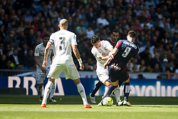09.04.2016, Estadio Santiago Bernabeu, Madrid, ESP, Primera Division, Real Madrid vs SD Eibar, 32. Runde, im Bild Real Madrid's James Rodriguez and Pepe and Sociedad Deportiva Eibar's Sergi Enrich // during the Spanish Primera Division 32th round match between Real Madrid and SD Eibar at the Estadio Santiago Bernabeu in Madrid, Spain on 2016/04/09. EXPA Pictures © 2016, PhotoCredit: EXPA/ Alterphotos/ Borja B.Hojas<br /> <br /> *****ATTENTION - OUT of ESP, SUI*****