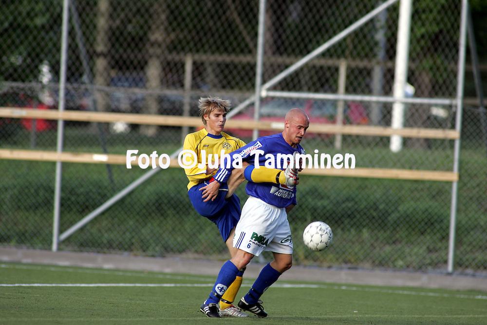 01.08.2004, ?ij?nsuo, Rauma, Finland..I Divisioona, Pallo-Iirot v Mikkelin Palloilijat.Tuomas Rinne (P-Iirot) v Sami P?yry (MP).©Juha Tamminen.....ARK:k