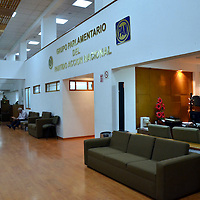 """Toluca, México.- Un grupo de empleados administrativos y operativos de la Cámara de Diputados del Estado de México dio a conocer que el viernes pasado se les entregó una circular de la Dirección de Administración, en la que se informó que, """"por cuestiones fiscales"""", el día 13 de enero no cobrarían su quincena, como tradicionalmente ocurre los días 13 y 28 de cada mes. Agencia MVT / José Hernández"""