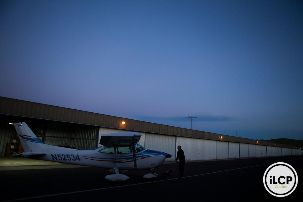 Pilot, Mark Dedon, pulling plane out of hangar, Santa Cruz Puma Project, Livermore, California