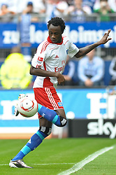 11.09.2010, Imtech Arena, Hamburg, GER, 1.FBL, Hamburger SV vs 1.FC Nuernberg, im Bild Jonathan Pitroipa (Hamburg #21) spielt mit dem Hacken  EXPA Pictures © 2010, PhotoCredit: EXPA/ nph/  Witke+++++ ATTENTION - OUT OF GER +++++