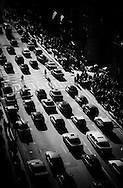 New York - elevated view onon Fifth avenue  car traffic  /  circulation sur La cinquième avenue  vue d en haut. New York  USa