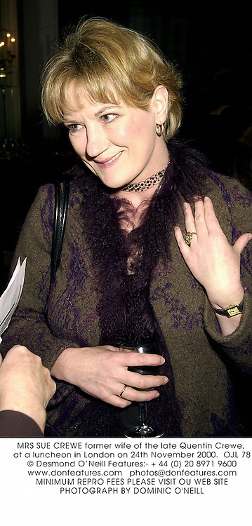 MRS SUE CREWE former wife of the late Quentin Crewe, at a luncheon in London on 24th November 2000.OJL 78