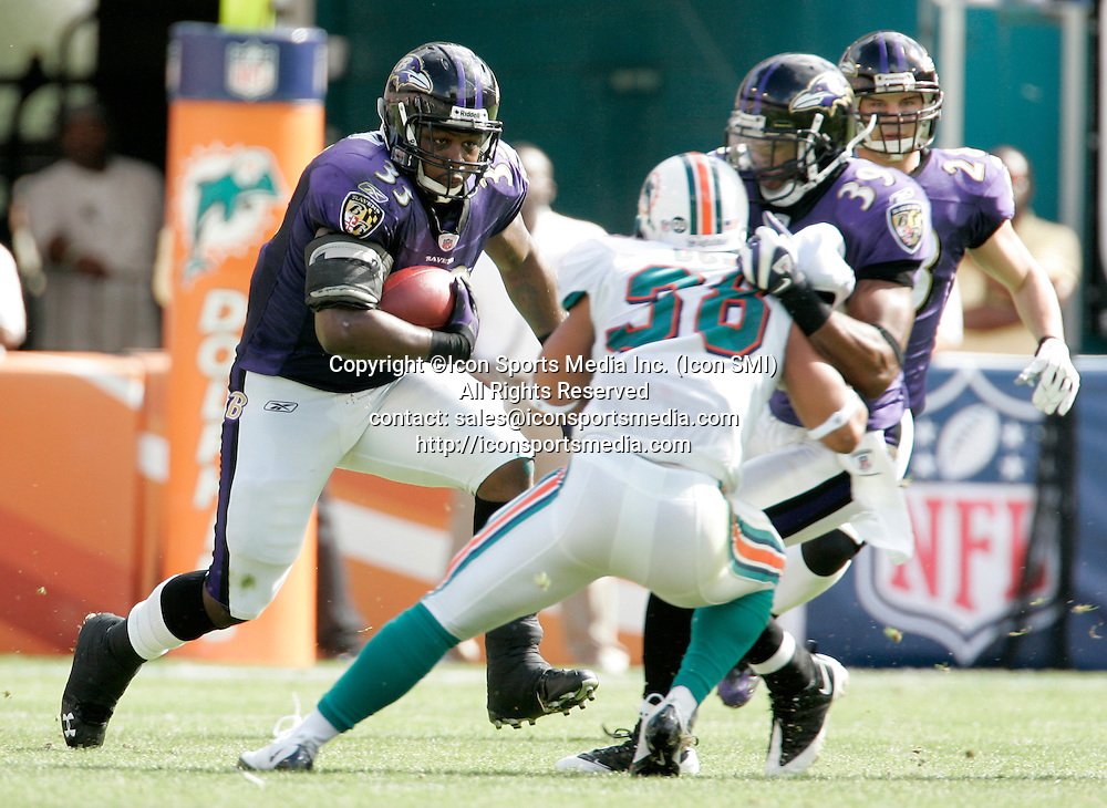 04 January 2009:  Baltimore Ravens Le'Ron McClain rushes against the Miami Dolphins during the AFC Wild Card playoff game at Dolphin Stadium in Miami, Florida.  The Raves defeated the Dolphins 27-9.