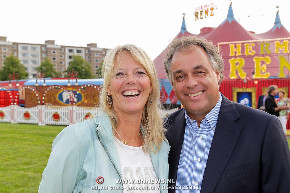 NLD/Amsterdam/20120813 - Premiere Sensations van Circus Herman Renz, Aad Ouborg en partner Dorien