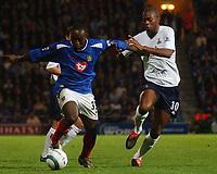Fotball<br /> Premier League England 2004/2005<br /> 18.10.2004<br /> Foto: SBI/Digitalsport<br /> NORWAY ONLY<br /> <br /> Portsmouth v Tottenham Hotspur<br /> <br /> Portsmouth's Lua Lua and Spurs' Gardener