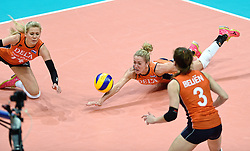 03-10-2015 NED: Volleyball European Championship Semi Final Nederland - Turkije, Rotterdam<br /> Nederland verslaat Turkije in de halve finale met ruime cijfers 3-0 / Prachtige redding van Maret Balkestein-Grothues #6