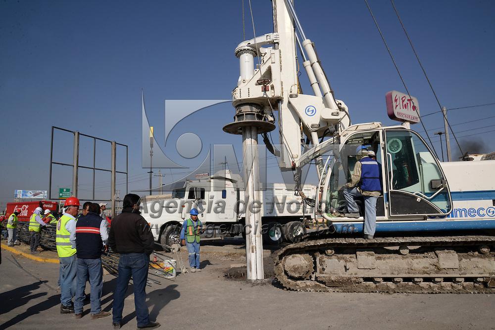 Toluca, México.- Aspectos de los trabajos del distribuidor vial de la venida López Portillo y Boulevard Aeropuerto. Agencia MVT / Crisanta Espinosa