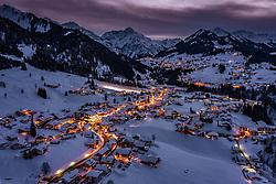 THEMENBILD - Sonnenuntergang über dem winterlichen Riezlern und dem Kleinwalsertal, aufgenommen am 31. Januar 2019 in Riezlern, Oesterreich // Sunset over the winterly Riezlern and Kleinwalsertal valley in Riezlern, Austria on 2019/01/31. EXPA Pictures © 2019, PhotoCredit: EXPA/ JFK