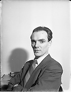 22/01/1953.01/22/1953.22 January 1953.Mr. Considine, artist.