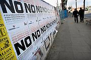 Spanje, Teruel, 12-2-2005..Oproep om nee te stemmen bij het referendum over de europese gropndwet. In Spanje kan men zondag naar de stembus om zich uit te spreken. De regering houdt een grote publiciteitscampagne om voor te stemmen. de linkse partij Izquierda Unida is tegen. Teruel ligt in de arme streek Aragon. EU, europa...Foto: Flip Franssen/Hollandse Hoogte
