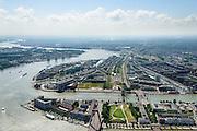 Nederland, Zuid-Holland, Rotterdam, 10-06-2015; Noordeiland en Willemsbrug gezien naar Rotterdam-Zuid. Links, in de bocht van de Nieuwe Maas, eiland Feijenoord met Nassauhaven en Persoonshaven. Hoofdkantoor Unilever aan de Koningshaven (met De Hef).<br /> Rotterdam-South with Noordeiland and  Feijenoord.<br /> luchtfoto (toeslag op standard tarieven);<br /> aerial photo (additional fee required);<br /> copyright foto/photo Siebe Swart