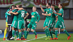 22.10.2015, Ernst Happel Stadion, Wien, AUT, UEFA EL, SK Rapid Wien vs FC Viktoria Plzen, Gruppe E, Hinspiel, im Bild Torjubel Zoran Barisic (SK Rapid Wien), Steffen Hofmann (SK Rapid Wien), Louis Schaub (SK Rapid Wien), Florian Kainz (SK Rapid Wien), Thanos Petsos (SK Rapid Wien), Stefan Schwab (SK Rapid Wien) und Maximilian Hofmann (SK Rapid Wien) // during a UEFA Europa League Group E game between SK Rapid Vienna and FC Viktoria Plzen at the Ernst Happel Stadion, Vienna, Austria on 2015/10/22. EXPA Pictures © 2015, PhotoCredit: EXPA/ Thomas Haumer