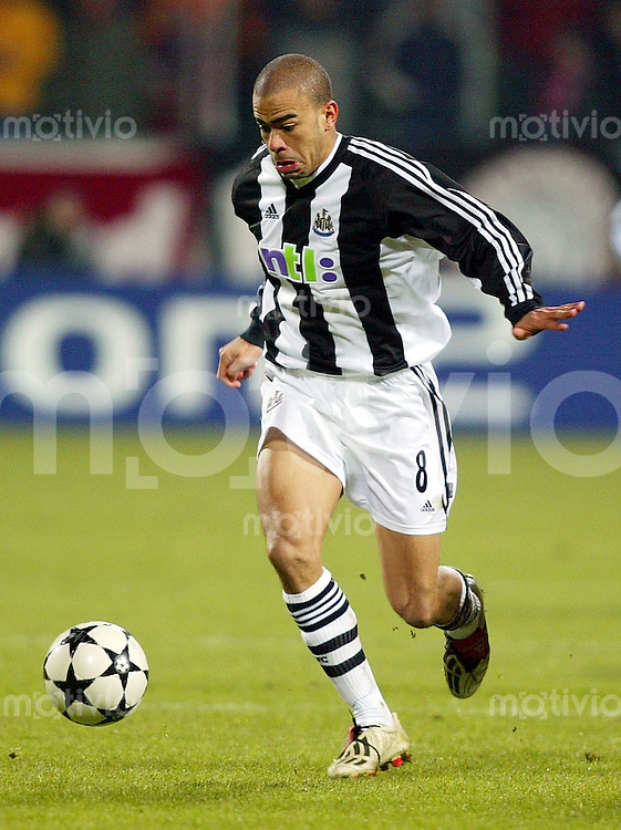 Fussball / International - Champions League Saison 2002/2003 Kieron DYER, Einzelaktion am Ball Newcastle United
