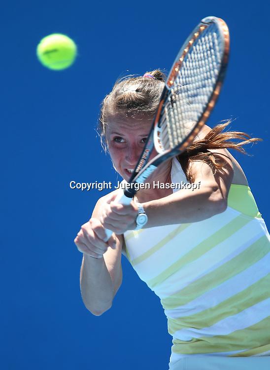 Australian Open 2013, Melbourne Park,ITF Grand Slam Tennis Tournament,.Annika Beck (GER),Aktion,Einzelbild,Halbkoerper,Hochformat, .