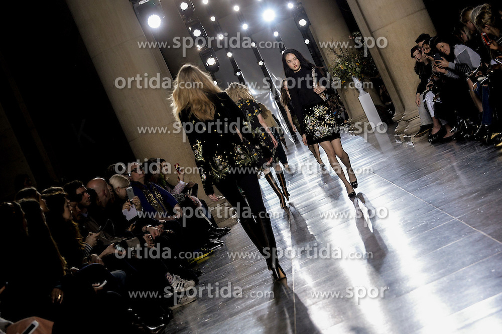 Models walk the catwalk for A/W 2015 Topshop Collcection at the Tate Britain. EXPA Pictures &copy; 2015, PhotoCredit: EXPA/ Photoshot/ Euan Cherry<br /> <br /> *****ATTENTION - for AUT, SLO, CRO, SRB, BIH, MAZ only*****
