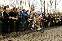 TOUR DES FLANDRES 2006 / 2 AVRIL 2006 / 1st TOM BOONEN (BEL) Here TOM BOONEN in imperial style drops the peloton on the early climbs