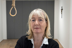 "© Licensed to London News Pictures. 13/11/2018. LONDON, UK. Artist Christina Reihill poses with a hangman's noose.  Preview of ""Glad I Did It"", a new work by Irish artist Christina Reihill at Bermondsey Project Space.  The interactive artwork looks at the life and death of Ruth Ellis, the last woman to be hanged in Britain, after she shot her lover, racing driver, David Blakely in 1955.  On display are the artist's interpretation of Ruth Ellis' prison cell, including furniture and props, the hanging room together with a video display of the artist in conversation.   The show runs 14 November to 1 December 2018.  Photo credit: Stephen Chung/LNP"