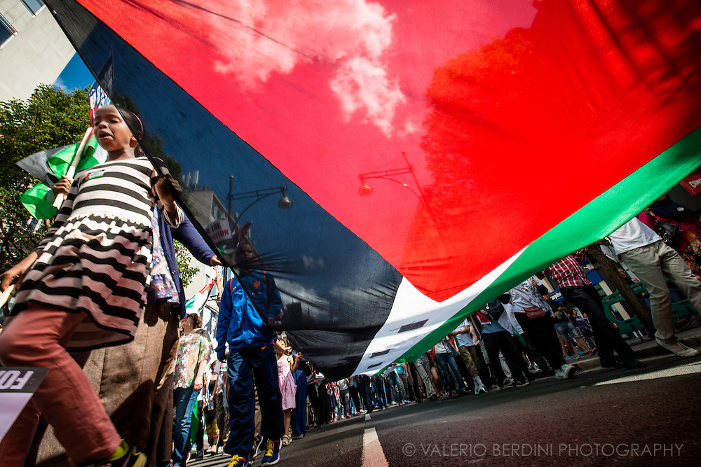 Stop the massacre in Gaza. 150.000 people march in the streets of Central London to Hyde Park ask the end of Israeli invasion of Gaza. 9 August 2014