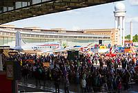 DEU, Deutschland, Germany, Berlin, 12.05.2019: Fest der Luftbrücke auf dem Flughafen Tempelhof anlässlich des 70. Jahrestags des Endes der sowjetischen Blockade von West-Berlin. Auf dem Vorfeld steht ein Rosinenbomber (Typ Douglas C-54 Skymaster).
