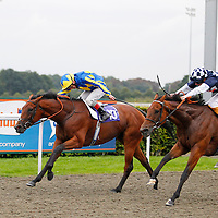 Exclusive Waters and Jimmy Quinn winning the 6.00 race