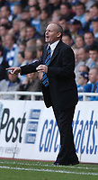Photo: Alan Crowhurst.<br />Reading v Leeds Utd. Coca Cola Championship.<br />29/10/2005. Reading coach Steve Coppell gives the orders.