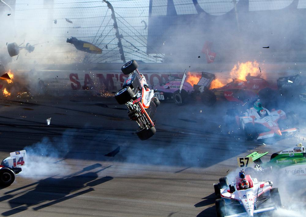 Indycar Oct 16 Izod Indycar World Championships Presented By Honda Dan Wheldon Crash Seen