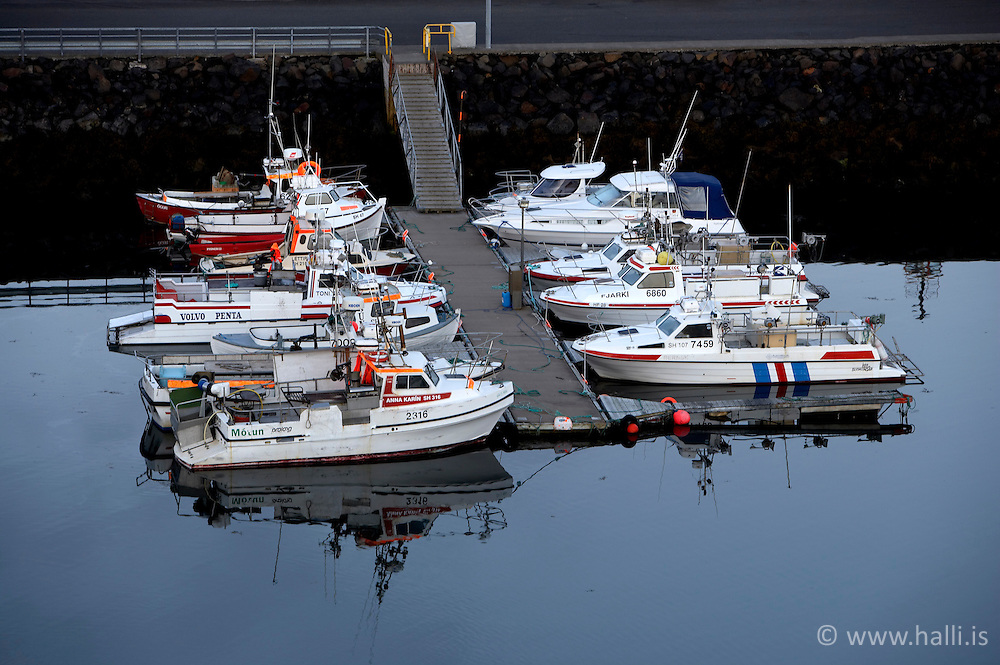 Small boats at midnight in Stykkisholmur, Iceland - Litlir bátar við höfnina í Stykkishólmi