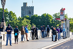 © Licensed to London News Pictures. 15/05/2020. London, UK. Commuters queue at bus stops in Putney South West London as they head in to the city as the Government urges people not to use public transport where possible after it relaxed the law on lockdown to let people go to work if you can't work from home and spend more time outside while following social distancing guidelines. Photo credit: Alex Lentati/LNP