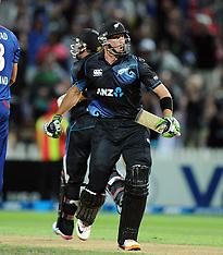 Hamilton-Cricket, 1st One Day, New Zealand v England, February 17