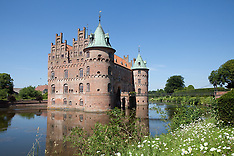 Manor houses, castles, palaces and churches