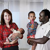 Nederland, Amsterdam , 11 juni 2014.<br /> Gemengde stellen in Amsterdam.<br /> Op de foto: Sanne Broekema en haar man Farouk en hun 2 kinderen Faisal (jongetje) en Leila.<br /> Mixed couples in Amsterdam
