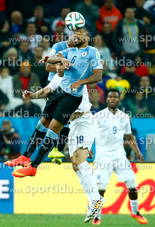 19.06.2014, Arena de Sao Paulo, Sao Paulo, BRA, FIFA WM, Uruguay vs England, Gruppe D, im Bild Uruguay's Alvaro Pereira competes for a header with England's Rickie Lambert // during Group D match between Uruguay and England of the FIFA Worldcup Brasil 2014 at the Arena de Sao Paulo in Sao Paulo, Brazil on 2014/06/19. EXPA Pictures &copy; 2014, PhotoCredit: EXPA/ Photoshot/ Chen Jianli<br /> <br /> *****ATTENTION - for AUT, SLO, CRO, SRB, BIH, MAZ only*****