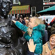NLD/Amsterdam/20101105 - Onthulling borstbeelden Jan en Mien Froger, kleindochter