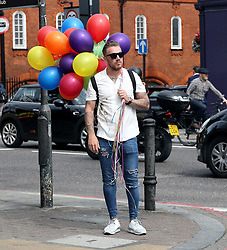 EXCLUSIVE: Jamie O'Hara with a bunch of balloons. The ex-Premier League star sports a big bunch of balloons, while standing on a corner in Angel Islington whilst filming for a television programme. 11 Aug 2017 Pictured: Jamie O'Hara. Photo credit: MEGA TheMegaAgency.com +1 888 505 6342