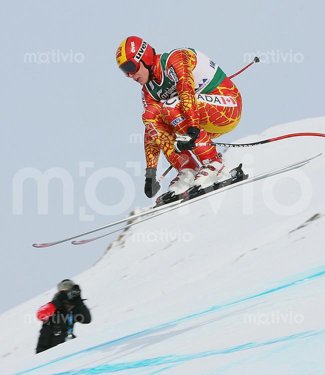 Ski Alpin; Saison 2005/2006 Abfahrt Wengen Herren 76. Lauberhornrennen Erik Guay (CAN) am Russisprung