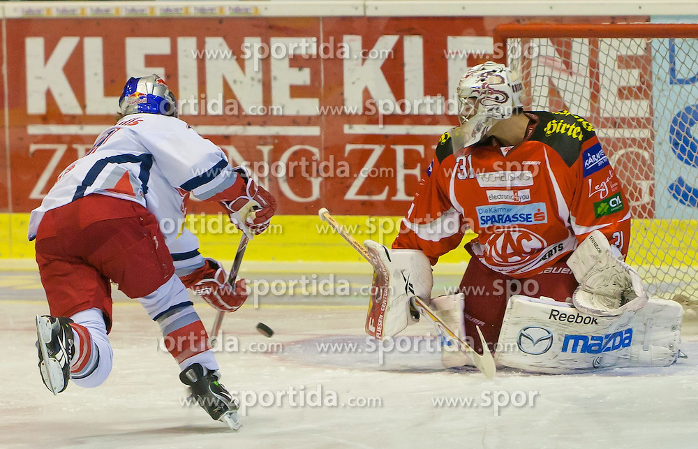 22.11.2011, Stadthalle, Klagenfurt, AUT, EBEL, EC KAC vs EC RED BULL SALZBURG, im Bild Pinalty von Robby Earl (RBS, #10), Andy Chiodo (Kac, #31), EXPA Pictures © 2011, PhotoCredit: EXPA/ Gert Steinthaler