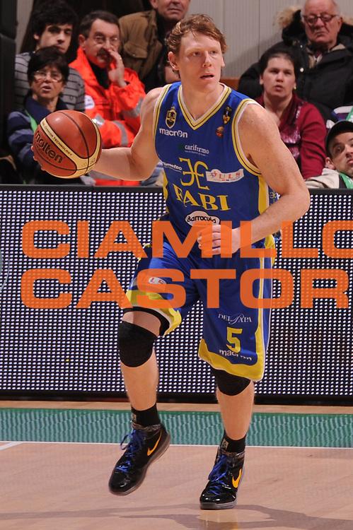 DESCRIZIONE : Siena Lega Basket A 2011-12  Montepaschi Siena Fabi Shoes Montegranaro<br /> GIOCATORE : Karl Coby<br /> CATEGORIA : palleggio<br /> SQUADRA : Fabi Shoes Montegranaro<br /> EVENTO : Campionato Lega A 2011-2012 <br /> GARA : Montepaschi Siena Fabi Shoes Montegranaro<br /> DATA : 15/01/2012<br /> SPORT : Pallacanestro  <br /> AUTORE : Agenzia Ciamillo-Castoria/ GiulioCiamillo<br /> Galleria : Lega Basket A 2011-2012  <br /> Fotonotizia : Siena Lega Basket A 2011-12 Montepaschi Siena Fabi Shoes Montegranaro<br /> Predefinita :