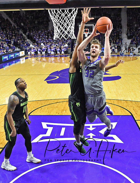 MANHATTAN, KS - MARCH 02:  Dean Wade #32 of the Kansas State Wildcats drives to the basket against the Baylor Bears during the second half on March 2, 2019 at Bramlage Coliseum in Manhattan, Kansas.  (Photo by Peter G. Aiken/Getty Images) *** Local Caption *** Dean Wade