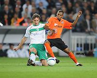 FUSSBALL     UEFA CUP  FINALE  SAISON 2008/2009 Shakhtar Donetsk - SV Werder Bremen 20.05.2009 Frank Baumann (Bremen links) gegen Fernandinho (Shakhtar)