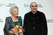 Prinses Beatrix op afscheidsfeest operadirecteur Pierre Audi