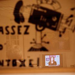 """""""Assez d'intoxe !"""". Affiche de Mai 68. """"Comment gouverne... Emmanuel Hoog"""", president de l'Institut National de l'Audiovisuel (INA). Bry-Sur-Marne, France. 7 janvier 2010. Photo : Antoine Doyen pour Challenges. Tous droits reserves."""