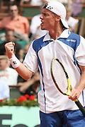 Roland Garros. Paris, France. June 5th 2006..Hewitt against Nadal during the 1/8 finals.