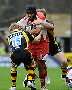 Wycombe, GREAT BRITAIN, Gloucesters' Akapusi QERA, sandwiched between Josh LEWSEY and behind Tom REES, during the Guinness Premiership game, London Wasps vs Gloucester Rugby, Sun. 04.05.2008 [Mandatory Credit Peter Spurrier/Intersport Images]