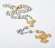 La joyeria que complementa la pollera panameña, uno de los trajes tipicos mas bellos del mundo, son confenccionados en su totalidad de oro. Panamá, 6 de enero de 2013. (Victoria Murillo/Istmphoto)