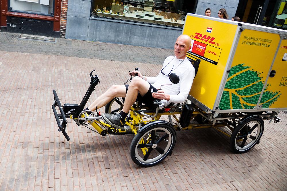 In Utrecht rijdt DHL met een special bakfiets voor de stadsdistributie. De fiets is gemaakt door Flevobike.<br /> <br /> In Utrecht DHL is delivering packages with a special cargo bike.