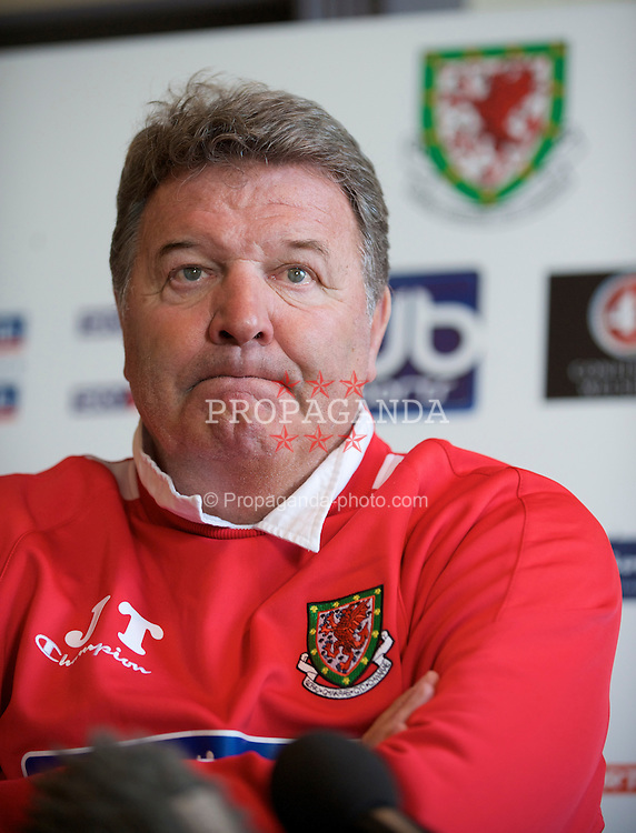 CARDIFF, WALES - Friday, March 27, 2009: Wales' manager John Toshack MBE during a press conference at the Vale of Glamorgan Hotel ahead of the 2010 FIFA World Cup Qualifying Group 4 match against Finland. (Pic by David Rawcliffe/Propaganda)